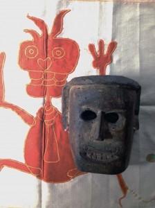 Nepal agosto 2014 maschera hymalaiana e stoffa rituale filippo biagioli
