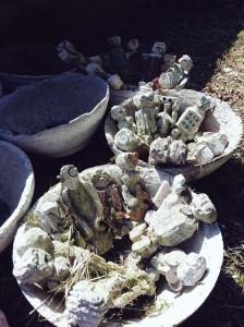 filippo biagioli figure da preghiera e ciotole rituali calcestruzzo