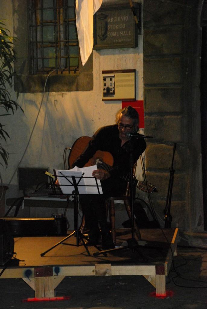 Chitarrista Per Giorgio arte internazionale a Massa pt
