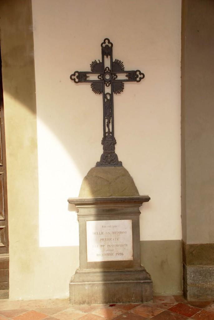 Croce Gloria di Cristo Per Giorgio arte internazionale a Massa pt