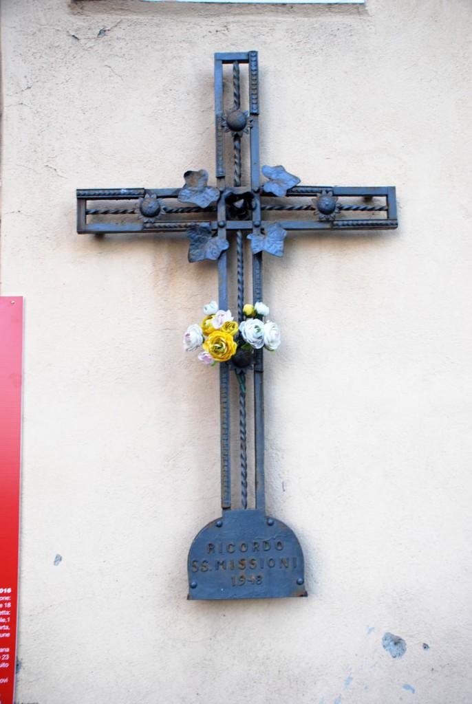 Croce missionaria Per Giorgio arte internazionale a Massa pt