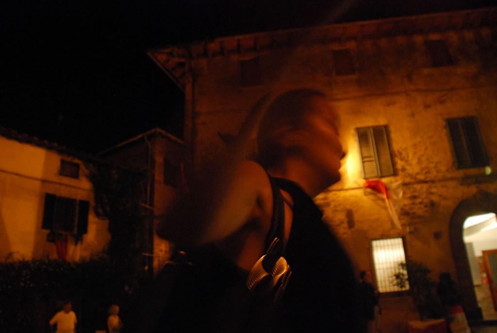 Fotografie artistiche di fine serata Per Giorgio arte internazionale a Massa pt