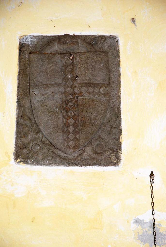 Pietra stemma Per Giorgio arte internazionale a Massa pt