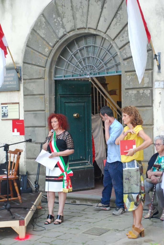 Sindaco Marzia Niccoli e Assessore Laura Bertocci inaugurazione Per Giorgio arte internazionale a Massa pt