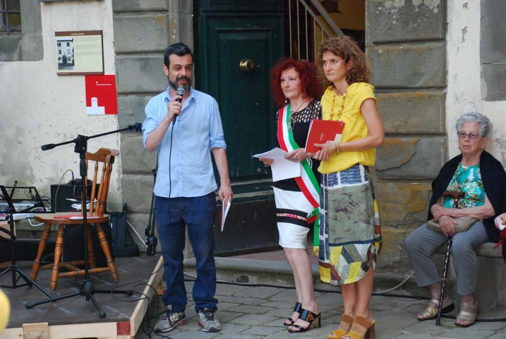 Sindaco Marzia Niccoli e assessore Laura Bertocci Per Giorgio arte internazionale a Massa pt