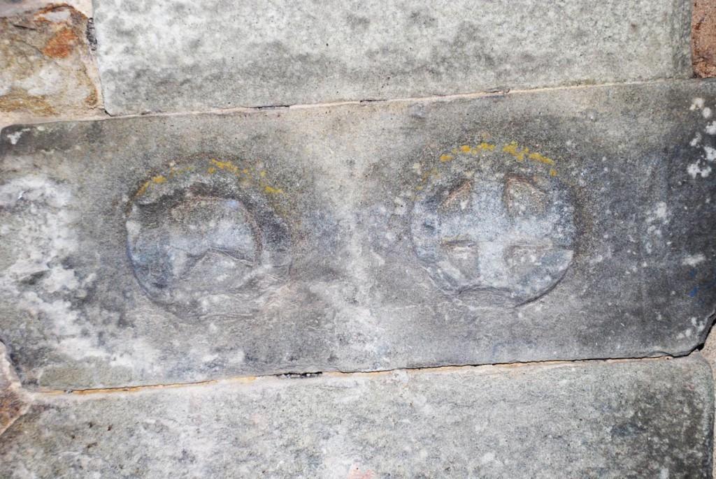 Stemmi in pietra Per Giorgio arte internazionale a Massa pt