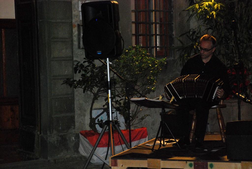 Tango argentino Massimiliano Pitocco e Adrian Fioramonti bandoneon e chitarra Per Giorgio arte internazionale a Massa pt