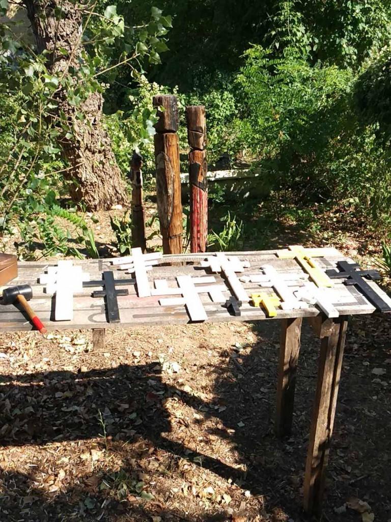 filippo biagioli croci uncinate legno swastika cross european tribal ritual art