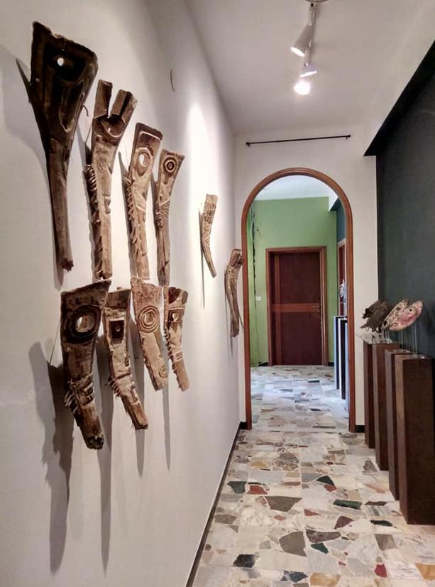 filippo biagioli maschera in legno di palma mediterranea mostra onzo 3